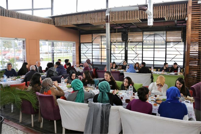 Başkan Tollu, İstanbul'da Eğitim Gören Erdemlili Öğrencileri Ağırladı