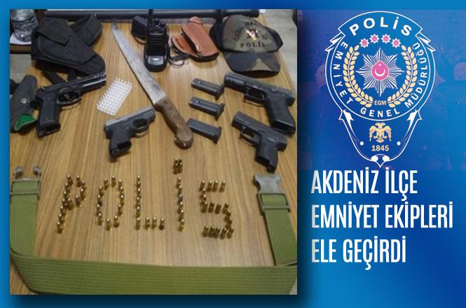 Mersin'de Polis Tarafından Yapılan Çalışmada; Polis Jopu, PÖH Şapkası, Glok ve SigSauer Tabancalar Ele Geçirildi