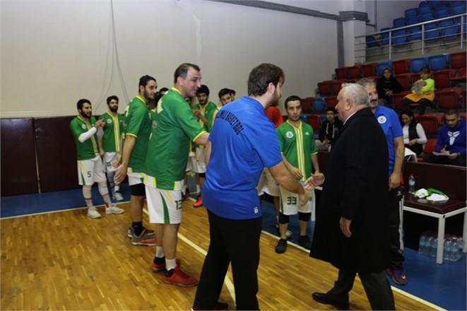Belediye Basketbol Takımı, Şampiyonluk Kupasını Kaldırdı