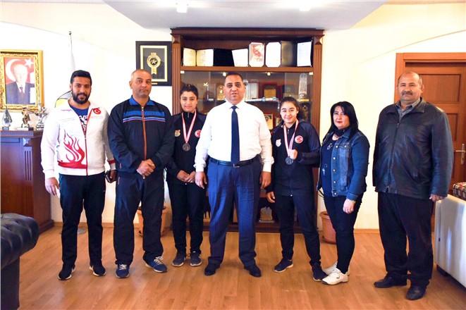 Tarsus Belediye Başkanı Şevket Can'dan Dereceye Giren Boksörlere Ödül