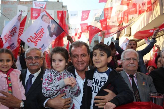 CHP Mersin Büyükşehir Belediye Başkan Adayı Vahap Seçer, Farkı Açtıklarını Söyledi