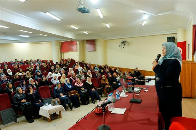 """Tarsus Müftülüğü ADRB'den """"Geçmişten Geleceğe Kadın Ve Toplum"""" Konferansı"""