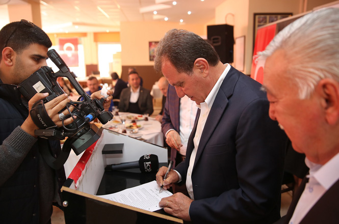 Mersin Adayı Vahap Seçer, Doğa Dostu Belediye Taahhütnamesini İmzaladı
