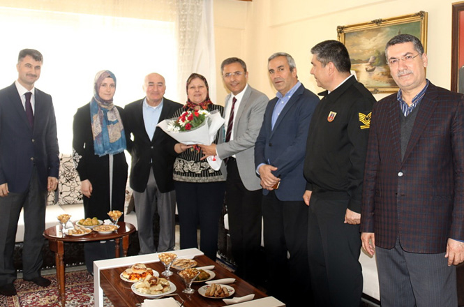 Akdeniz Belediye Başkanı Muhittin Pamuk, Şehit Ailelerini Ziyaret Etti
