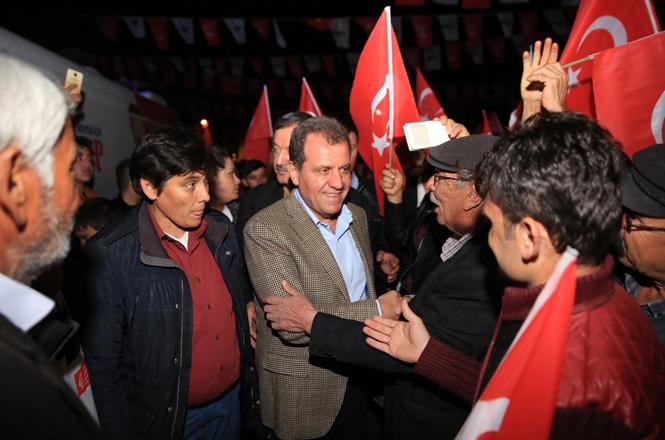 CHP Mersin Büyükşehir Belediye Başkan Adayı Vahap Seçer, Gülnar'da Coşkulu Mitingde Konuştu