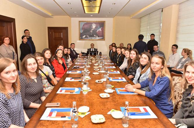 Mersin Valisi Ali İhsan Su, 12 Farklı Ülkeden Gençlik Liderlerini Kabul Etti