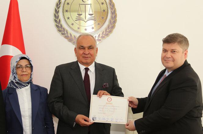 Cumhur İttifakı Erdemli Belediye Başkanı Adayı Mükerrem Tollu Mazbatasını Aldı