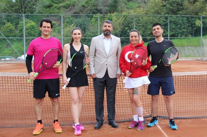 Tenis Turnuvasının Final Maçları Yapıldı, Kadınlarda Şampiyon Olan İsim Av. Burcu Gündoğdu Oldu