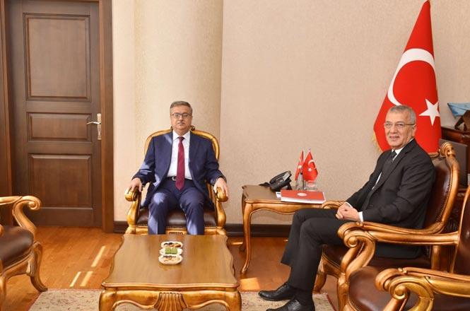 Mersin Valisi Ali İhsan Su, CHP'den Yeniden Mezitli Belediye Başkanı Seçilen Neşet Tarhan'ı Kabul Etti