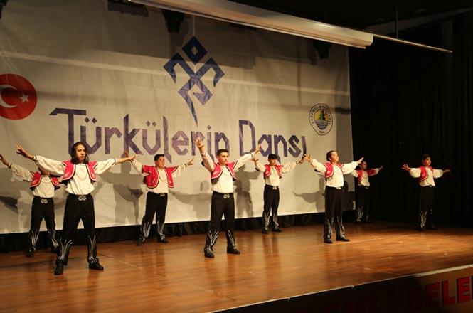Erdemli Belediyesi Türkülerin Dansı Topluluğu, Muhteşem Bir Gösteri Gerçekleştirdi