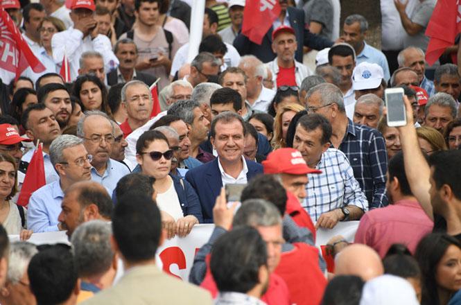 Mersin Büyükşehir Belediye Başkanı Vahap Seçer,1 Mayıs'ta İşçi ve Emekçilerle Buluştu