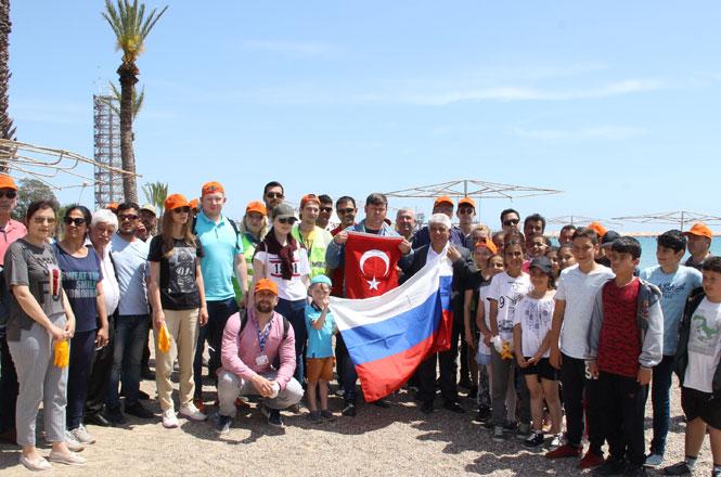 Gönüllü Çevreciler Sahil Temizliği Yaptı