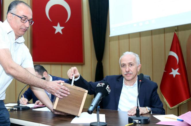 """Akdeniz Belediye Başkanı M. Mustafa Gültak'tan, Meclis Üyelerine Çağrı: """"Akdeniz'in Kaderini Değiştirmek İçin Gelin Birlik Olalım"""""""