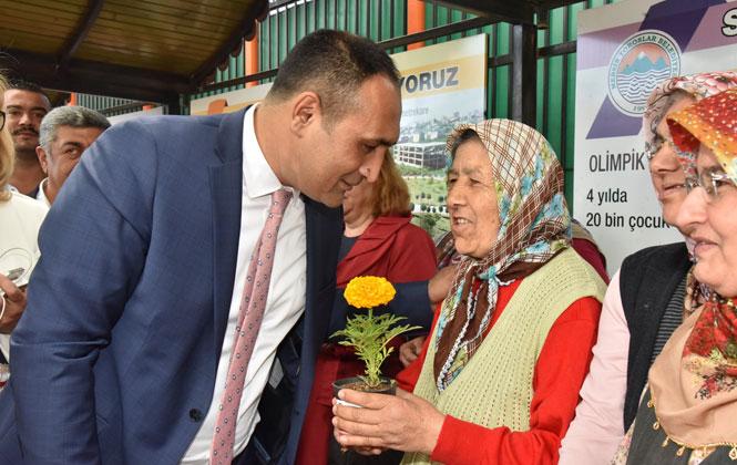 Mersin Toroslarda Belediyesi Tarafından, Annelere 100 Bin Çiçek Hediye Edildi