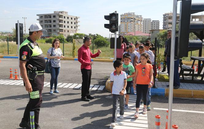 Erdemli Belediyeden Öğrencilere Ücretsiz Trafik eğitimi