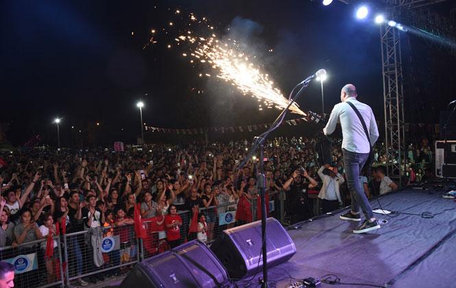 """19 Mayıs Bayramı Etkinliklerinde Tarsus'ta """"Zakkum"""" Rüzgarı Esti"""