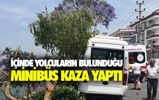 Mersin Tarsus'ta İçin de Yolcuların Bulunduğu Minibüs Kaza Yaptı: 7 Yaralı