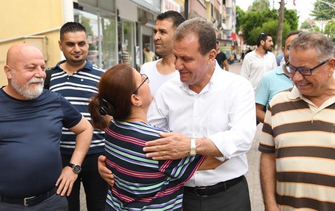 Mersin Büyükşehir Belediye Başkanı Vahap Seçer, Bayram Arefesi Vatandaşla Buluştu