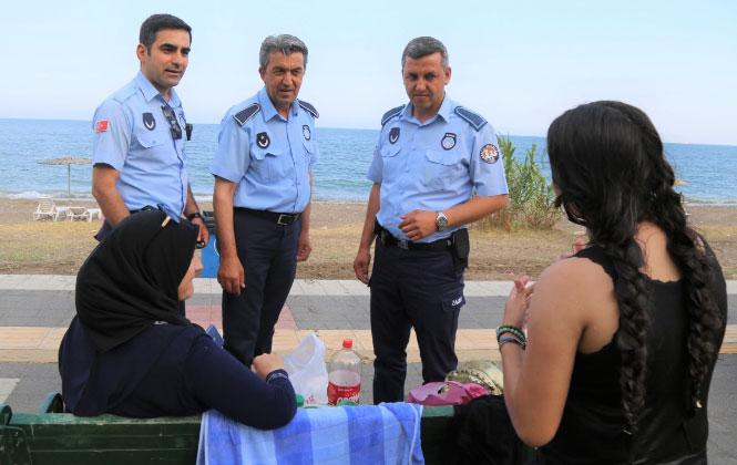 Mezitli'de Denize Girenlere Uygun Kıyafet Uyarısı