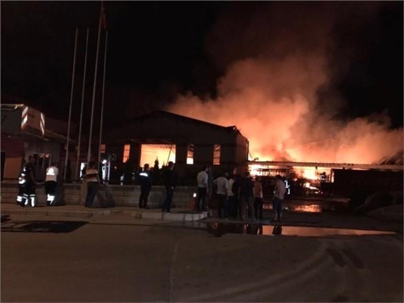 Mersin Tarsus Yenice Mahallesinde Fabrika Yangını