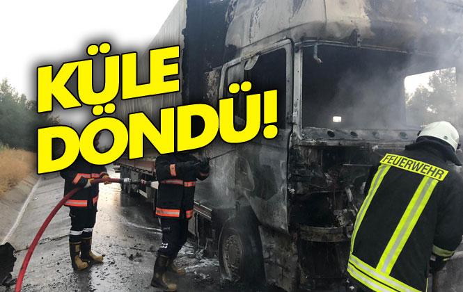 Mersin Tarsus'ta TEM Otoyolunda Cam Yüklü TIR'ın Kupa Bölümünde Çıkan Yangın, İtfaiye Ekiplerinin Müdahalesi İle Söndürüldü