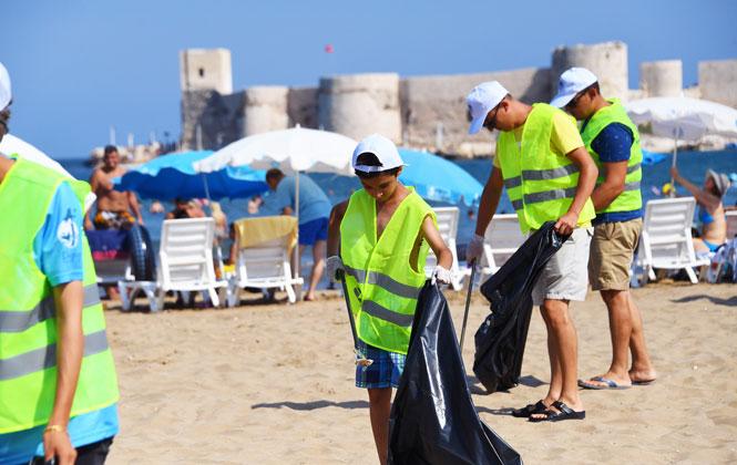 """Kızkalesi Sahilinde Ödüllü Çöp Toplama Etkinliği, Mersin Büyükşehirden Farkındalık Yaratan Temizlik""""Deniz Varsa Hayat Var"""""""