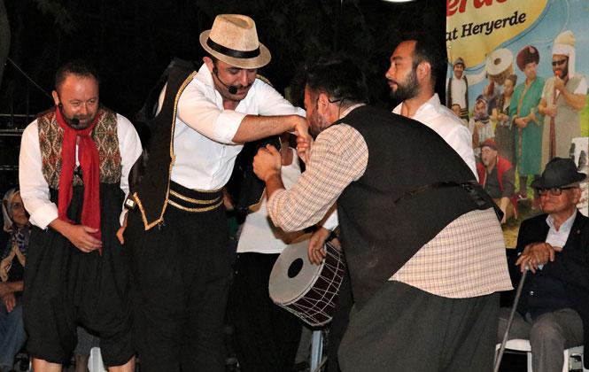 """Tiyatrocular Mahallelerde """"Perde"""" Diyor! Mersin'in Her Köşesi Tiyatroyla Buluşuyor"""