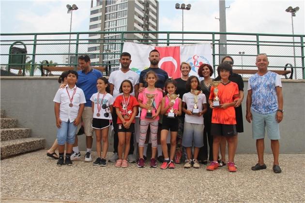 Toroslar'ın Tenis Öğrencileri Gelecek Vaat Ediyor