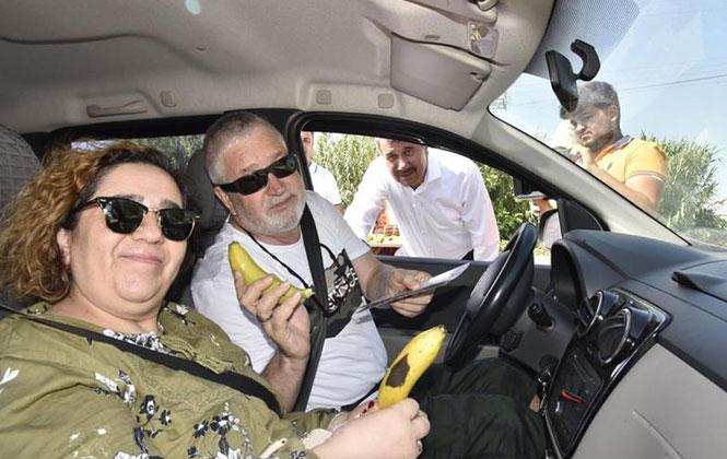 Mersin'in Anamur İlçesinde, D-400 Karayolunda Seyreden Araçlar Durdurularak Muz İkramı Yapıldı