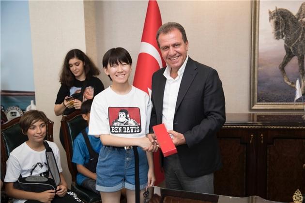 """Seçer'den Yabancı Öğrencilere: """"Mersin Aşık Olunacak Bir Şehir"""""""