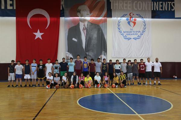 Erdemli Belediyesi'den basketbol kursu