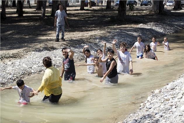 Mersin'de Çocuklar Komando ve Suda Yürüyüşüyle Eğlendi