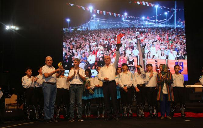 Erdemli Belediyesi Türkülerin Dansı Topluluğu Davet Edildiği Karaman 1. Türk Dünyası Şöleninde Sahne Alarak Karamanlıları Büyüledi
