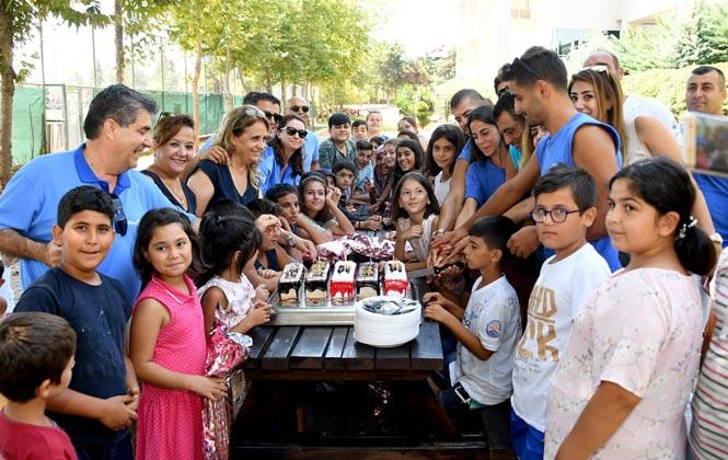 Yüzme Kursunu Tamamlayan İhsaniye Mahallesi Minikleri 40 Çocuk, Yüzme Kursu Sertifikalarını Aldı