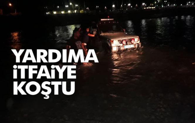 Mersin'in Tarsus İlçesinde Debisi Yükselen Suda Araçla Mahsur Kalan, Dört Kişiyi İtfaiye Ekipleri Kurtardı