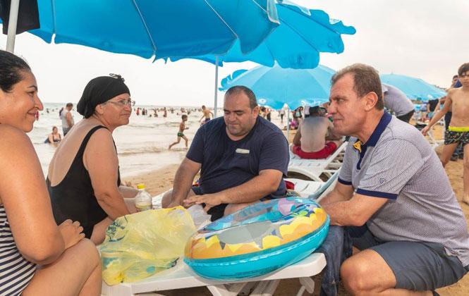 Mersin Büyükşehir Belediye Başkanı Vahap Seçer Hafta Sonu Sahile Giderek, Bir Gününü Mersin Burada İncelemelerle Geçirdi