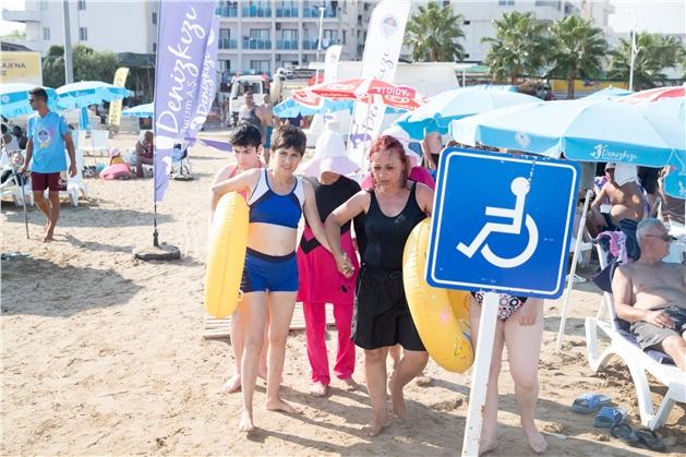 Mersin'deki Engelli Plajlara Türkiye'nin Dört Bir Yanından Misafirler Geliyor