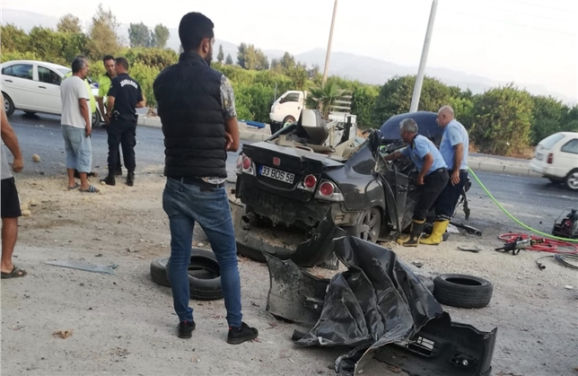 Mersin Erdemli Kargıpınarı'nda Trafik Kazası; Otomobil Ağaça Çaptı: 1 Ölü, 1 Ağır Yaralı