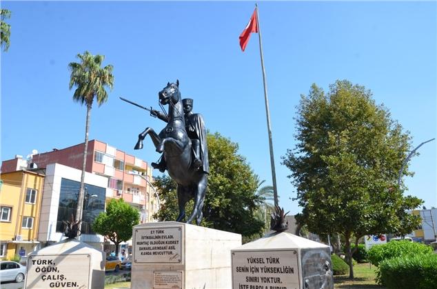 Büyükşehir, Atatürk Heykellerini Bakıma Aldı