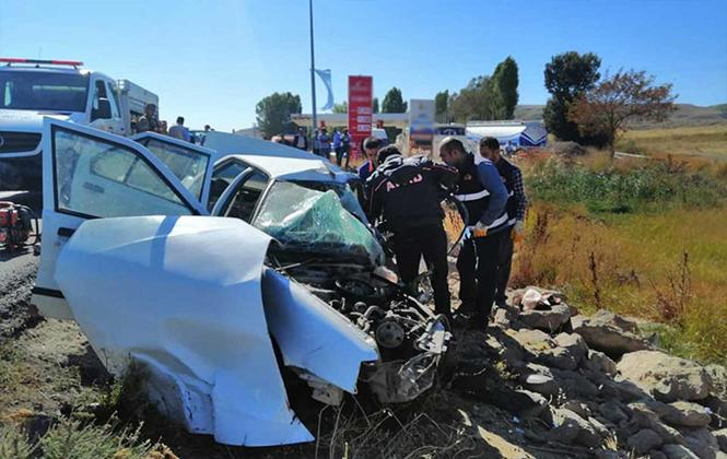 Bitlis'te TIR ile Otomobil Çarpıştı 3 Ölü 4 Yaralı