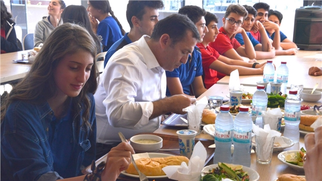 Başkan Özyiğit Öğrencilerle Yemekte Buluştu