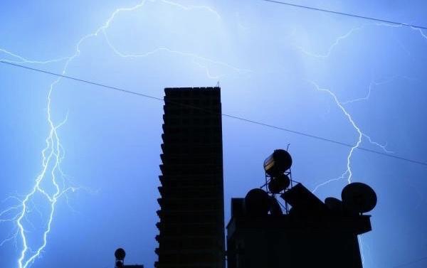 Mersin'de Gece Saatlerinde Yağmurla Birlikte Etkili Olan Şiddetli Gök Gürültüsü; Uykudan Uyandırdı