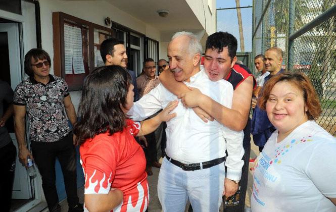 Akdeniz Belediye Başkanı Mustafa Gültak; Özel Çocuklarla Antrenman Yaptı