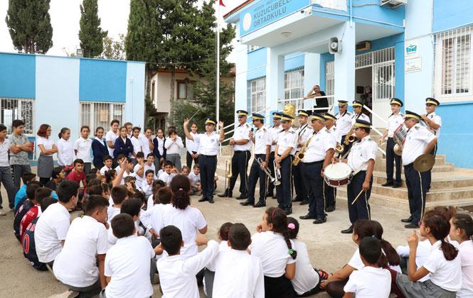 Öğrenciler Bandoyla Tanışıyor! Kırsaldaki Öğrencilere Mini Konser