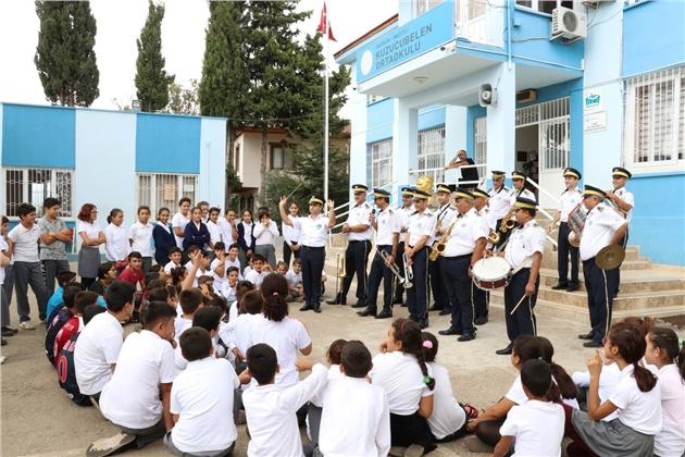 Öğrenciler Bandoyla Tanışıyor