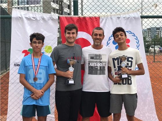 Akdenizli Tenisçilerden Büyük Başarı