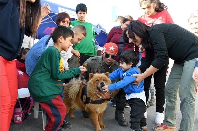 Mersin Büyükşehir'in Arama-kurtarma Köpekleriyle Engelli Çocuklara Terapi