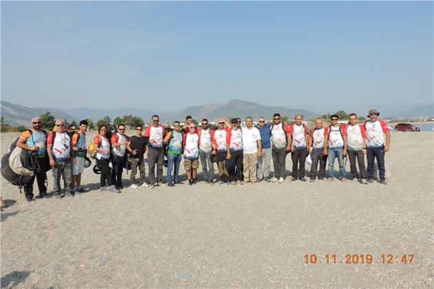 Paraşütler Atatürk'ün Aziz Hatırasına Açıldı