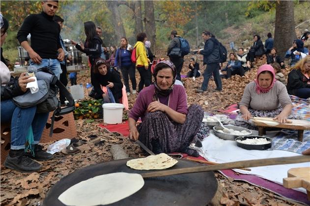 Doğaseverler, Mahalleli Kadınların Ekonomisine Can Verdi