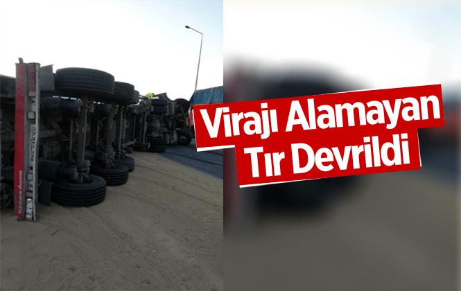 Mersin Tarsus Otobanda Virajı Alamayan Tır Devrildi